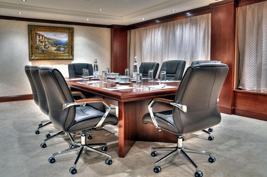 Decorating-ideas-for-conference-room2