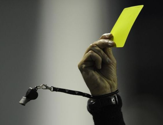yellow_card_referee_dies